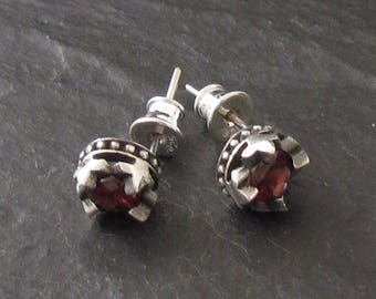 CROWN EARRINGS GARNET