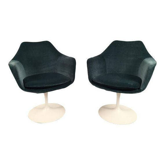 Knoll Mid-century pair of sarrinen chairs with blue velvet upholstry.