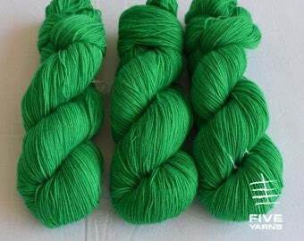 Hand dyed sock yarn: Kelly - Sock - 75 Superwash Wool/25 Nylon, Handdyed yarn, Handdyed sock yarn