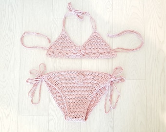 Swimsuit with pink flower was hand crochet cotton
