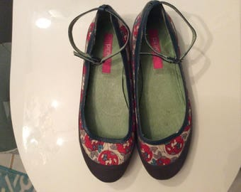 Vintage Woman's Shoes, Boho Asian Fabric, Leather and Rubber Soles, Ankle Strap, Size 6.5