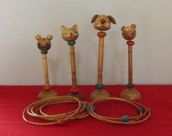 Jeu cerceaux animaux bois . Panda chat girafe chien. Vintage. Chine