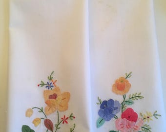 Vintage Madeira Embroidered Appliqued Guest Hand Towels