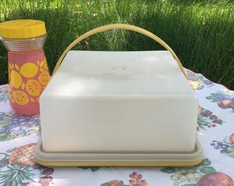 Tupperware Harvest Gold Square Cake Keeper/Taker #1241