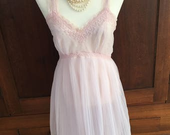 34 / Seampruf / Nightgown / 1950's / Gown / Pink / Accordian Pleat / / Small