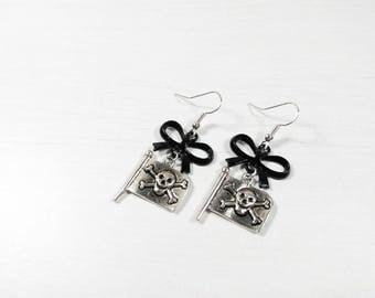 Rockabilly Pin earrings ' pirate flag up