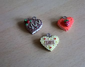 SET WITH 3 NEW HEART CAKE