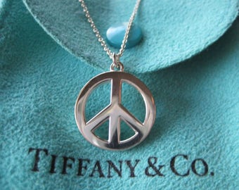 Timeless Authentic Tiffany & Co. Sterling Silver Large Peace Sign Pendant Necklace