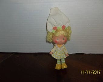 "vintage 1980's strawberry shortcake lemon meringue doll 5 1/4"" tall"