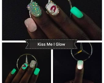 "Press on nails Kim Style""Kiss Me I Glow"""