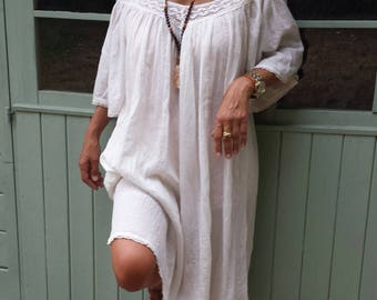 Magnifique robe ecru en dentelle et gaze de coton indien