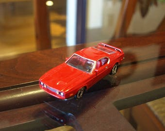 Johnny Lightning 1997 – 1973 Ford Mustang 1:64 Diecast Car