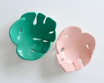 Monstera ceramic leaf jewellery dish