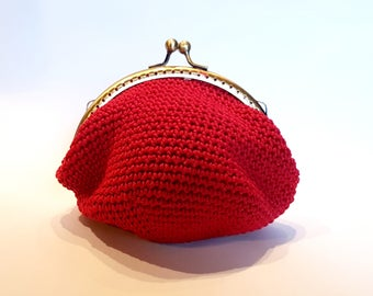Cotton red coin purse, hand made knitted low point. With frame/bronze-colored metal closure.