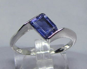 Ring silver rhodium plated 925/1000 decorated with Iolite
