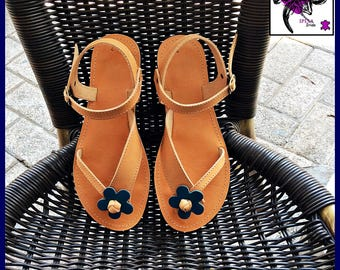 Sandals in cowhide leather.