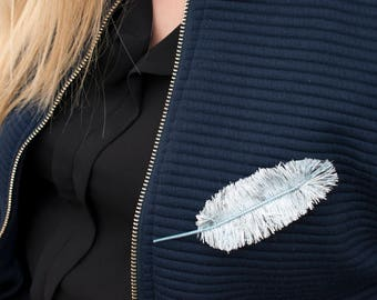 Feather brooch: Robin blue