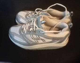 Sketchers Women's Shape Up Walking Shoes Size 6. White & Gray Very Good / Ex Cond