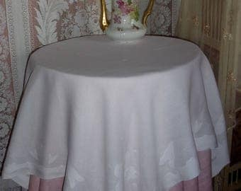 A pretty and fine old tablecloth, with patterns of flowers, deco shabby, old linen