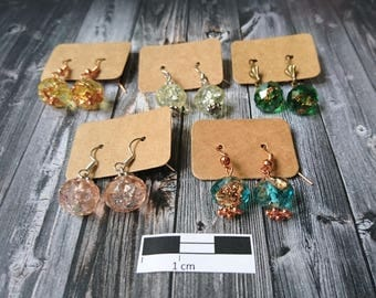 Resin-faceted earrings in different colors with metal flakes (8)-Resin