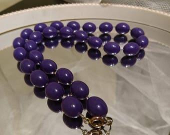 Pretty 1950's bead necklace, plum colour, short length, pin-up, rockabilly, vintage plastic beads