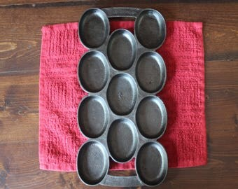 Beautiful Antique Cast Iron Gem Pan, 11 Oval Cups, Biscuit Pan,  Shallow Muffin Pan, Similar to Waterman Pan, Unique!  Gate Marked!