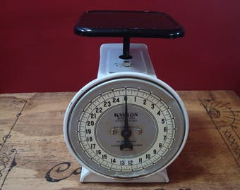 Vintage Black & White 25 lb. Hanson Model 2000 Kitchen Scale, ca. 1950's