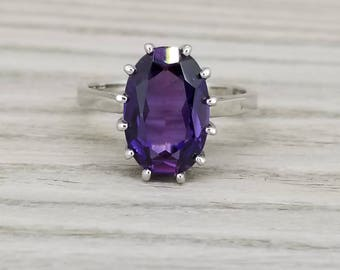 Vintage synthetic pleochroic sapphire in white gold