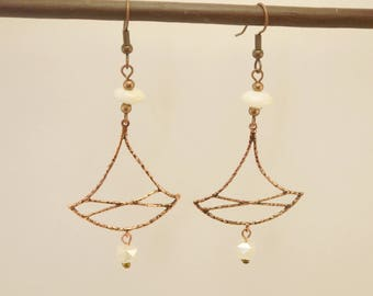 Wedding earrings in copper metal, glass beads white and ivory geometric beads