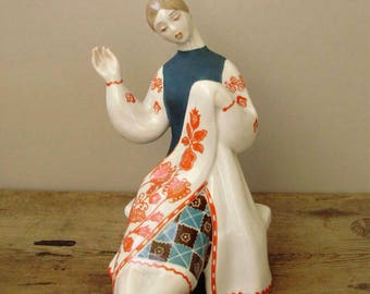 Large,Vintage ,Russian Kiev porcelain figurine,embroidering girl handpainted stamped,фарфоровая статуэтка