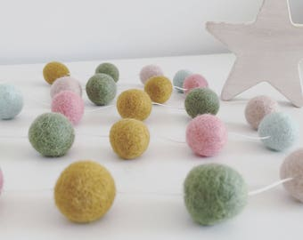 Vintage meadow felt ball garland • Pom Pom garland • nursery accessory • baby's room • bunting