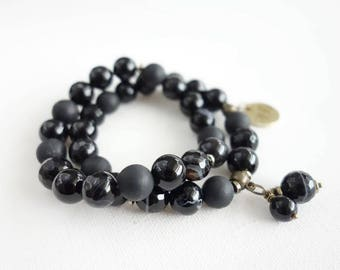 Onyx and agate double seated bracelet black/with pendant/trendy/Eye-catching/dark/catchy/classic colors/gift for her/natural stone beads