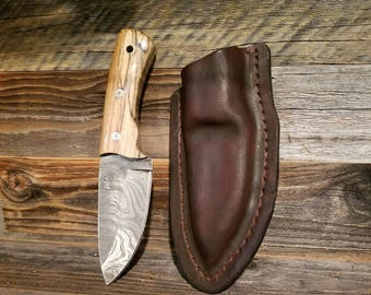 Damascus twist skinning knife and leather case.  Vine file work and Mosaic pins,  rare spalted white oak handle. NICE KNIFE!!!