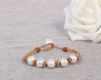 Leather pearl bracelet, Pearl leather bracelet, Freshwater pearl jewelry, Leather bracelet, White pearl bracelet, Bridesmaid pearl bracelet
