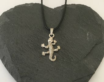 Lizard necklace / lizard jewellery/ Reptile jewellery / animal necklace/ animal jewellery/ animal lover gift
