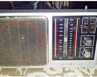 Vintage General Electric radio tested works