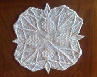 Autumn grape cover crocheted in white cotton