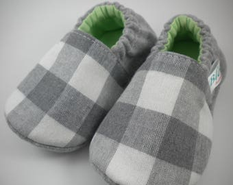Baby handmade shoes, baby shoes, baby slippers, baby booties, baby booty, baby mocs, crib shoes, baby gift, shower gift