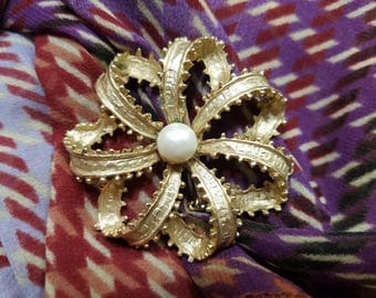 Classic Floral Style Gold Tone Brooch with Faux Pearl Center