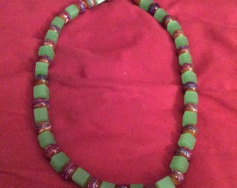 Short necklace with clay and glass painted
