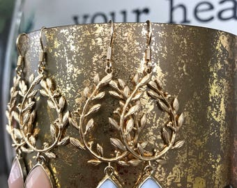 Laurel wreath earring with white gemstone drop