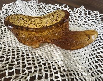 A Beautiful Vintage Felton Amber Daisy Design Glass Shoe/Slipper