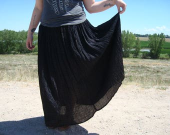 Plus Size Black with Metallic Gold Maxi Broomstick Skirt 1980s Vintage Skirt 16 18 xl extra large Hippie Gypsy Boho Festival Halloween