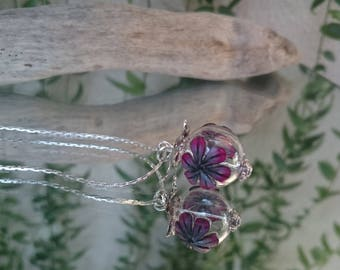 Necklace pendant bead glass flowers: Floribule fushia and black.