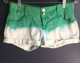 Womens size 5 green ombre shorts