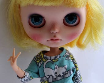 Fun sweater for Blythe doll