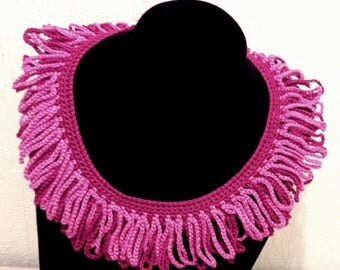 Fringe style two colour collar.