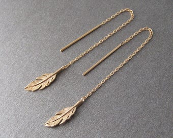 Earrings dangling chains through gold plated feather 750/000