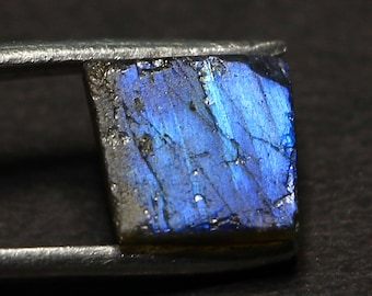 Awesome Natural Labradorite Gemstone Rough Blue fire 6.90 Cts. Size 10.9 X 9.9 X 6 code MGJ 222 With Lowest Price