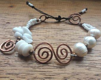 White and copper adjustable bracelet